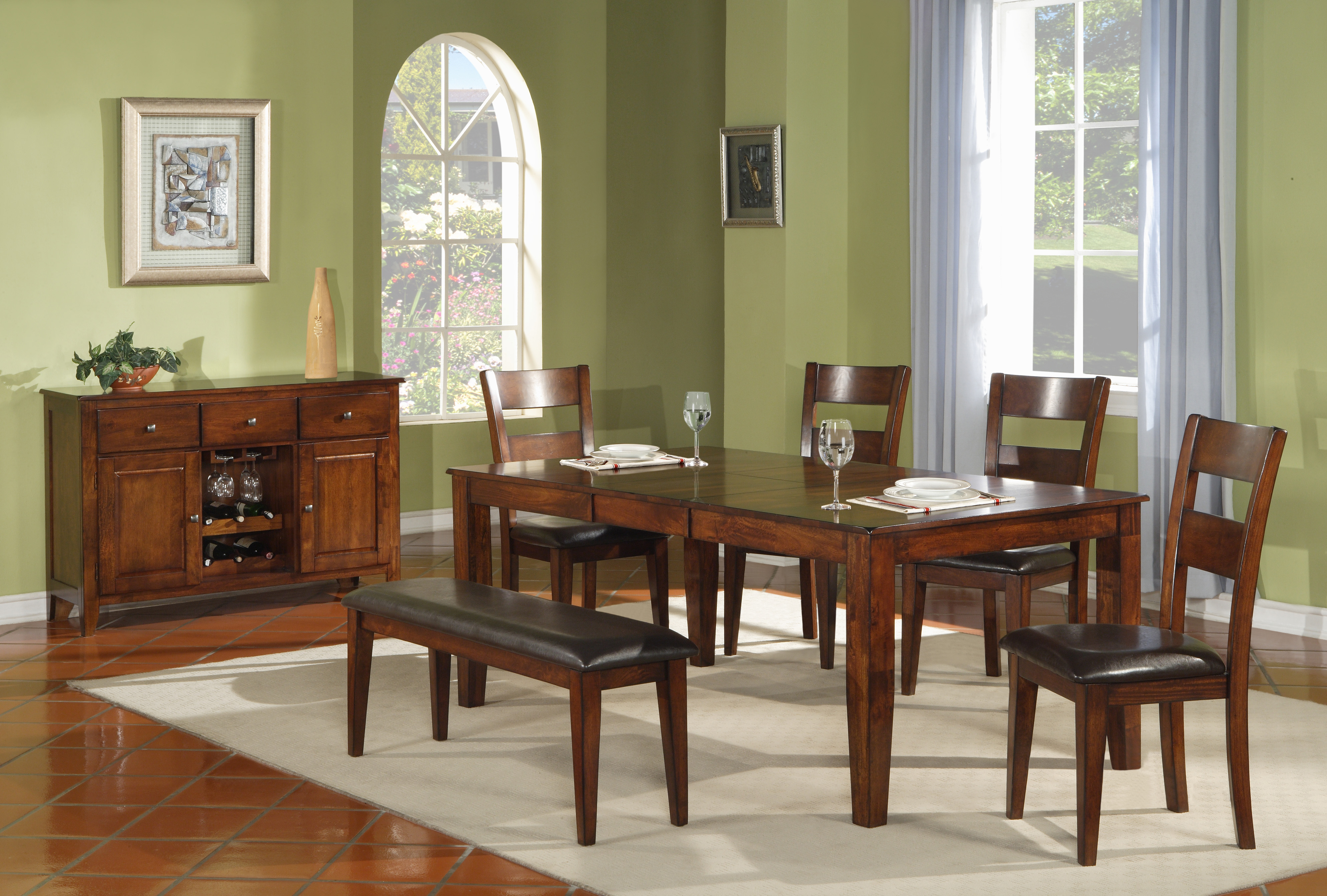 hh1279-dining-with-server